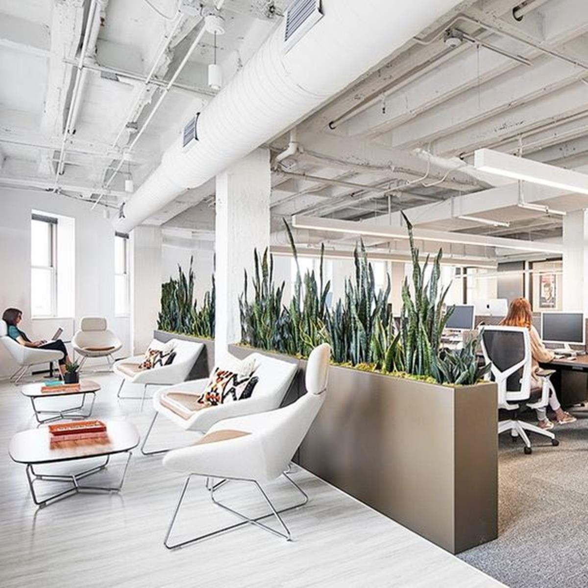 Ljust-kontorslandskap-öppet-kontor-inspirerande