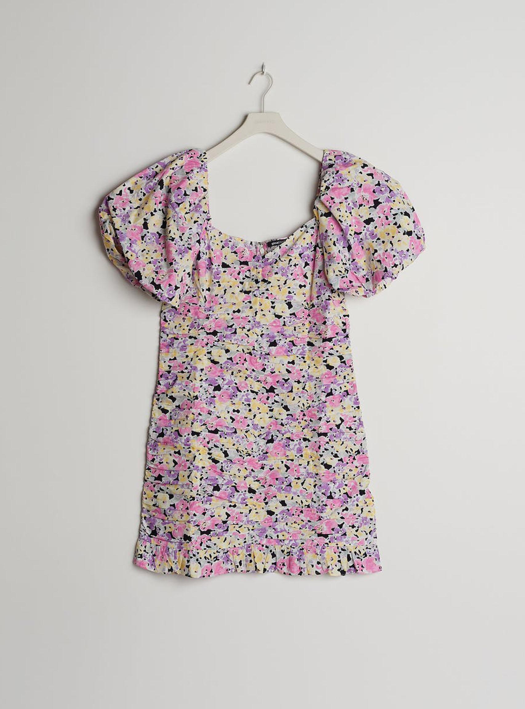 färgglad-blommig-klänning-från-gina-tricot